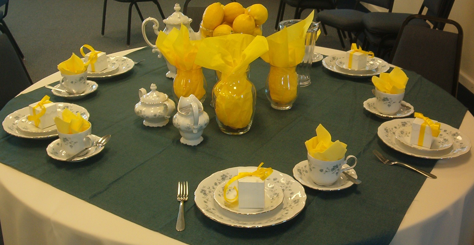 : dining room thanksgiving dinner table decoration with yellow centerpiece and gray tablecloth nice and creative table decorations ideas floral centerpieces for home purple flower wedding centerpieces from efty.net size 1540 x 798 jpeg 361kB